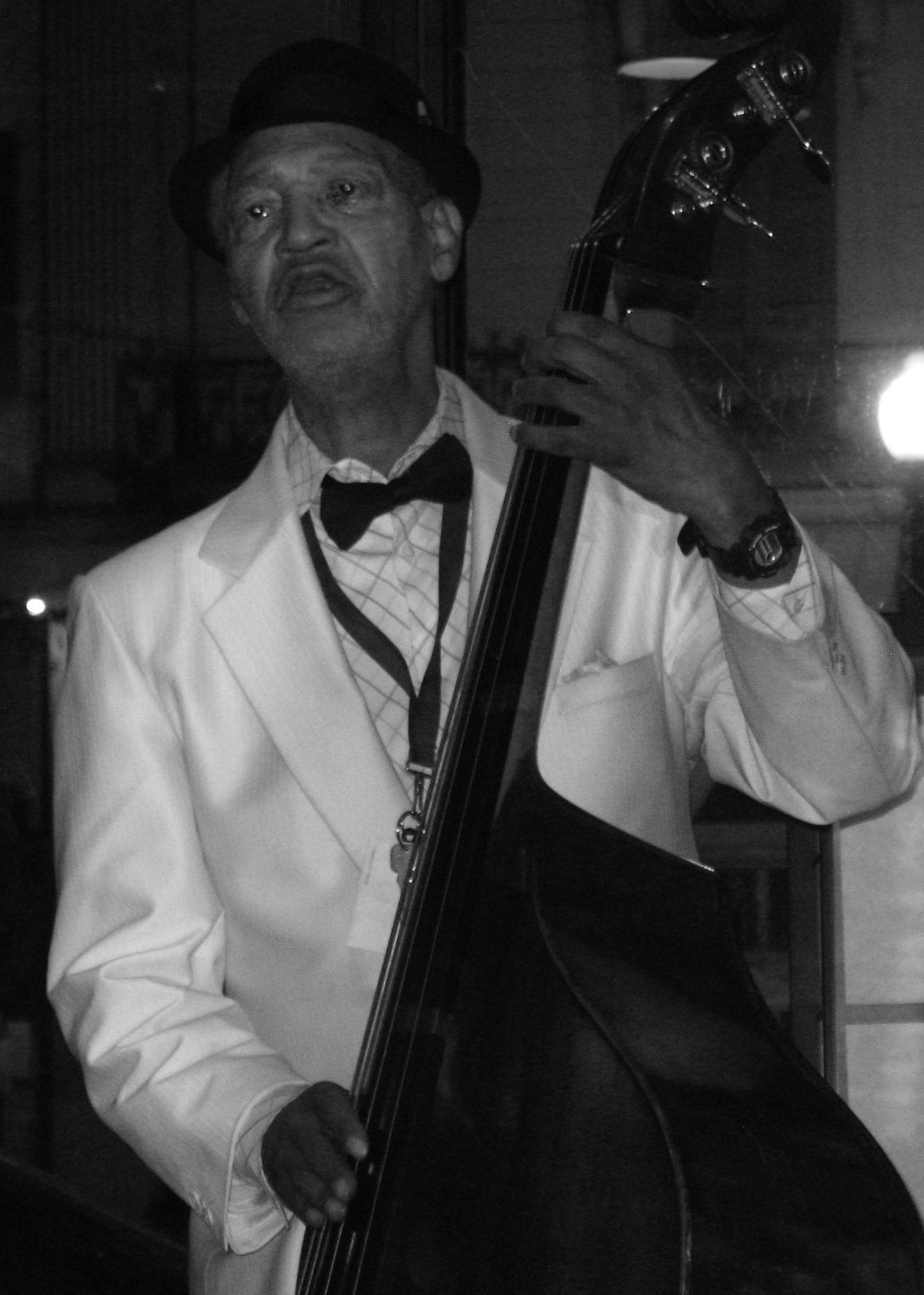 Peter Warren - Bass Is